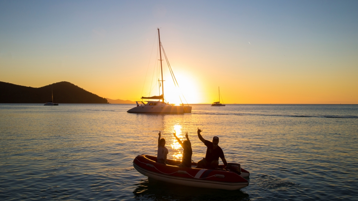 family sailing whitsundays