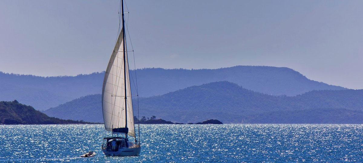 sialing yacht whitsundays