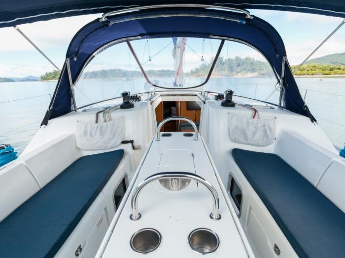 Charter a sailing yacht - Tiger Blue