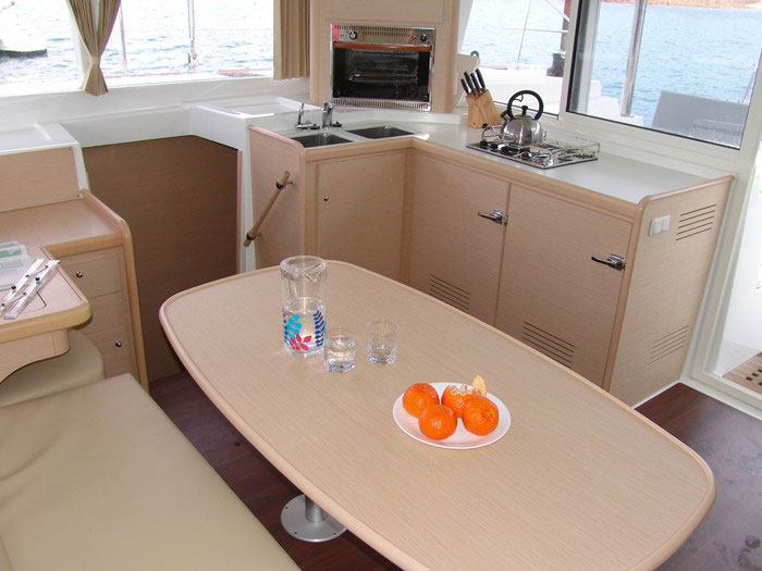 Beneteau Lagoon 400 catamaran in the Whitsundays