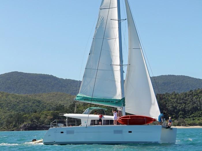 Beneteau Lagoon 400 | Whitsunday Rent A Yacht