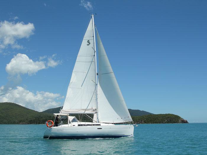 charter a sailing yacht Summer Breeze