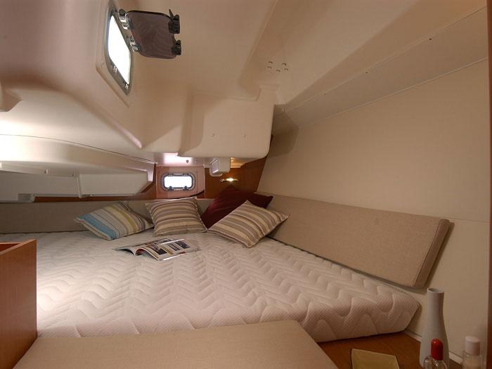 Beneteau Oceanis 34 yacht in the Whitsundays