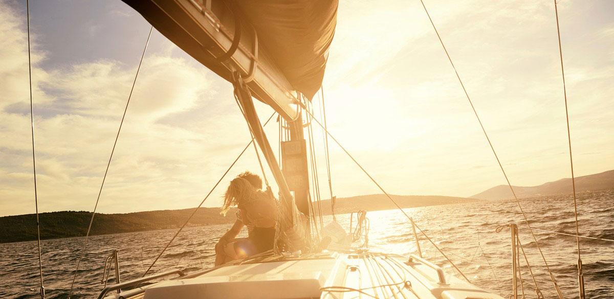 charter a sailing yacht whitsundays
